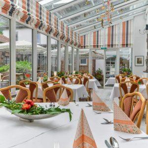 Restaurant Hessischer Hof Bad Karlshafen - Gedekte Tische Wintergarten