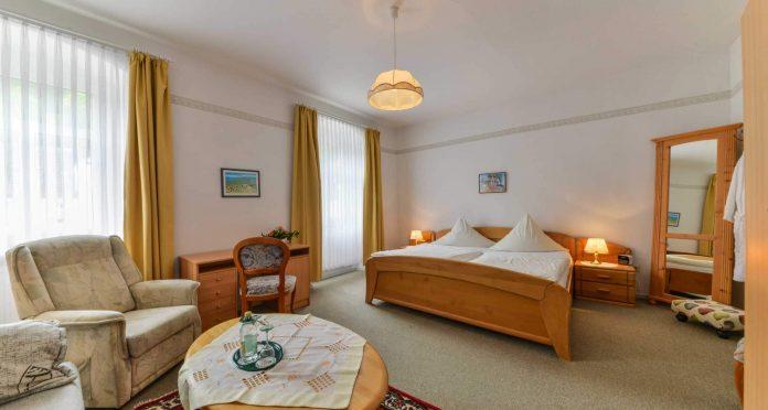 Hotel Restaurant Hessischer Hof Bad Karlshafen - Doppelzimmer Bett